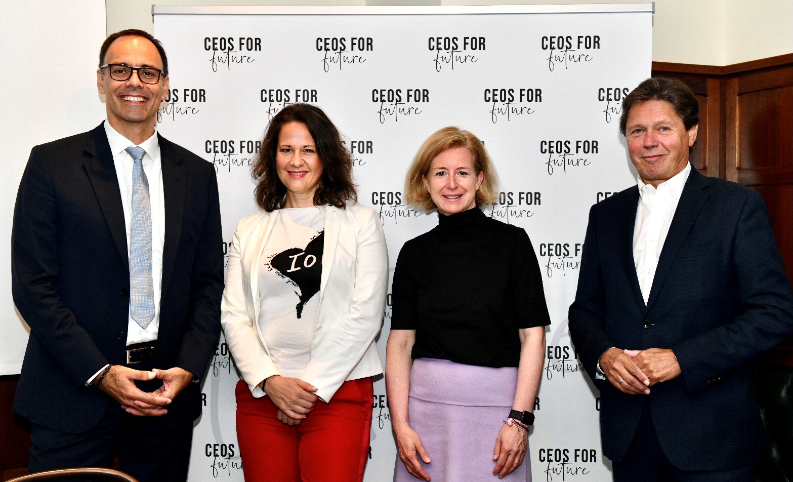 C4F Pressegespräch, 28.09.2021, Wien - CO2-Paper: Berthold Kren (Berthold Kren, CEO LAFARGE Zementwerke GmbH), Christiane Brunner (Vorständin CEOs FOR FUTURE), Birgit Kraft-Kinz (Vorständin CEOs FOR FUTURE), Wolfgang Anzengruber (Vorstand CEOs FOR FUTURE). Fotocredit: Paris Tsitsos